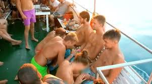 Boat party con juegos sexuales organizados
